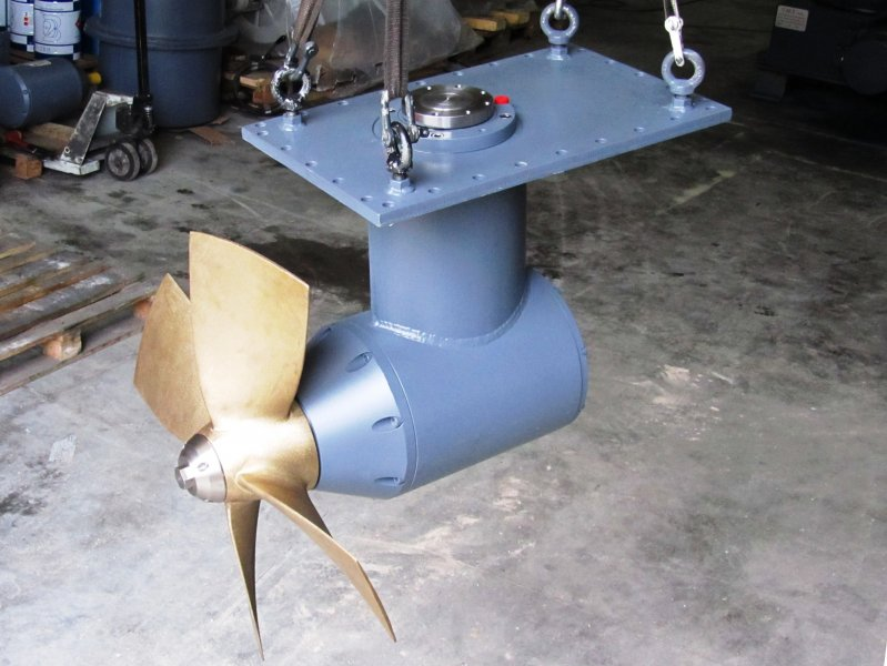 BOW/STERN THRUSTER